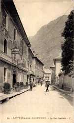 Ak Saint Jean de Maurienne Savoie, La Rue Centrale, Straßenpartie, Hotel