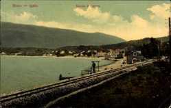 Postcard Igalo Montenegro, Bocche di Cattaro, Eisenbahnschienen, Gewässer, Berg