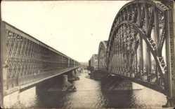Foto Ak Riga Lettland, Blick auf die Dünabrücke, Fluss, Brückenpfeiler