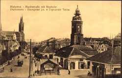 Ak Białystok Ostpreußen, Marktstraße mit Stadtuhr, Kirchturm, Passanten