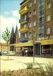 Postcard Frankfurt an der Oder, Karl Marx Straße, Kirchturm, Geschäft, Haus
