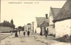 Postcard Cerny les Bucy Aisne, Grande Rue, Hauptstraße mit Anwohnern