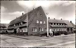 Postcard List auf Sylt, Straßenpartie mit Blick auf die Kurverwaltung