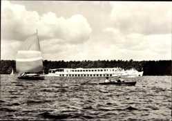 Postcard Berlin, Hauptstadt der DDR, Luxusfahrgastschiff der Weißen Flotte