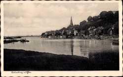 Postcard Lauenburg an der Elbe, Partie an der Elbe mit Panorama