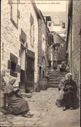 Ak Douarnenez Finistère, La vieille Rue Grivart au Petit Port, Häusergasse