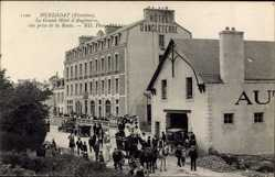 Postcard Huelgoat Finistère, Le Grand Hôtel d'Angleterre, Pferdekutsche