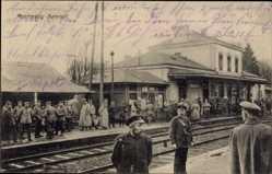 Postcard Montmédy Meuse, Blick auf den Bahnhof, Gleisseite, Soldaten