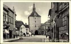 Postcard Pelhřimov Pilgrams Reg. Hochland, Linarecka brana, Straßenpartie, Tor
