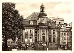 Ak Legnica Liegnitz Schlesien, Blick auf das alte Rathaus, Treppe, Frontansicht