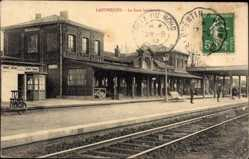 Ak Landrecies Nord, La Gare interieur, Bahnhof, Gleisseite, Bahnschienen