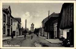 Ak Tyniste n. Orlici Reg. Königgrätz, Straßenpartie mit Blick auf die Kirche