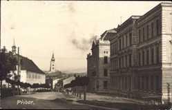 Foto Ak Pribor Reg. Mährisch Schlesien, Straßenpartie mit Blick auf Kirche