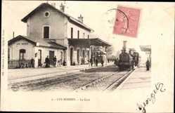 Postcard Les Bordes Loiret, La gare, Bahnhof, Gleisseite, Dampflok