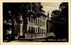 Postcard Blankenburg am Harz, Blick auf das FDGB Heim Clara Zetkin, Straße