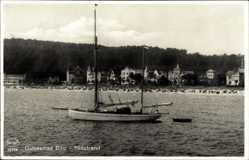 Postcard Binz auf Rügen, Ostseebad, Blick vom Wasser auf den Südstrand, Segelboot