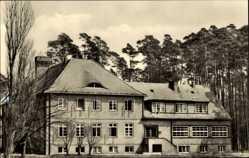 Postcard Güstrow im Kreis Rostock, Hauptfront der Sportschule Werner Seelenbinder