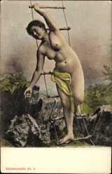 Ak Nackte Frau an einer Strickleiter, Felsen