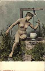 Ak Nackte Frau auf Brunnenrand sitzend, hochgesteckte Haare