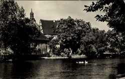 Postcard Egeln, Partie am Volksgut, Steg, Schwäne, Turm, Gebäude, Bäume