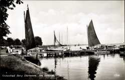 Ak Berg Dievenow Pommern, Partie am Bodden, Segelboote, Landungssteg