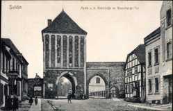 Postcard Myślibórz Soldin Pommern, Richtstraße mit Neuenburger Tor