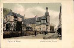 Postcard Zell an der Mosel, Straßenpartie und Kurfürstliches Schloss