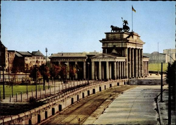 ansichtskarte postkarte berlin mitte brandenburger tor grenze berliner mauer. Black Bedroom Furniture Sets. Home Design Ideas