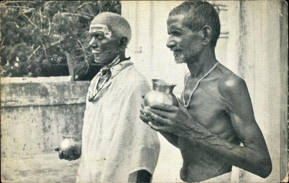Postcard Mittelamerika Tunapuna Trinidad British West Indies Hindu Priest And Acolyte