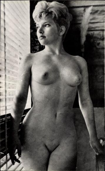 Frau nackt scham Nackt Chat