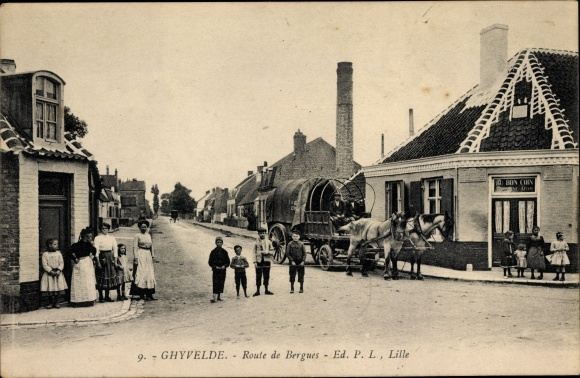 Carte Postale Ghyvelde Nord Route De Bergues Au Bon Coin Enfants Voiture à Chevaux