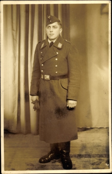 Photo Postcard Wehrmachtsoldat in Uniform, Mantel, | akpool