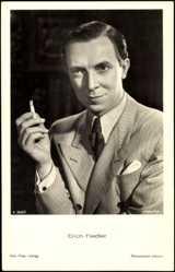 Postcard Der Schauspieler Erich Fiedler mit Zigarette, Anzug