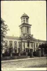 Postcard Mitau in Lettland, Seitenansicht des Gymnasiums, Säulen