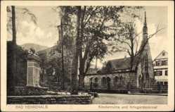 Postcard Bad Herrenalb, Partie an der Klosterruine und Kriegerdenkmal