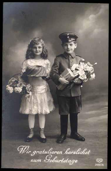 Ansichtskarte / Postkarte Gratulation zum Geburtstag, Kind in Uniform, Kuchen
