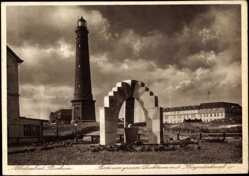 Postcard Nordseebad Borkum, Partie am großen Leuchtturm mit Kriegerdenkmal