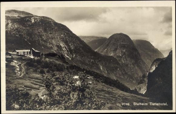 Ansichtskarte / Postkarte Stalheim Norwegen, Turisthotel, Berghotel mit Fernblick in den Fjord