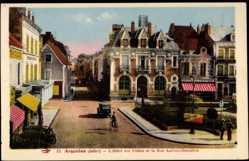 Cp Argenton en Indre, L'Hotel des Postes et la Rue Auclerc Descottes