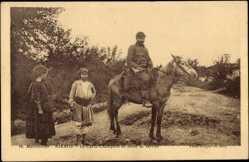 Postcard Mikros Mazedonien, Le Garde Champetre en tenue de service, Pferd, Soldat