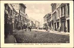 Postcard Wilna Litauen, das Geschäftsviertel der Juden, Passanten, Geschäft