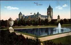 Ak Poznań Posen, Blick auf das Königliche Schloss, Teich, Eisernes Kreuz Fahne