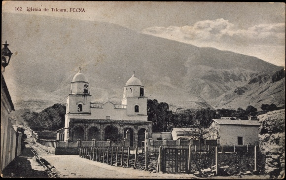Foona Argentinien, Iglesia, Kirche im Ort, Ackerfeld, Gebirge