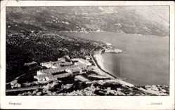 Foto Ak Kupari Kroatien, Vogelschau, Grand Hotel am Wasser, Strand