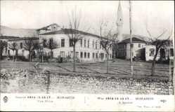 Postcard Bitola Monastir Mazedonien, Blick auf einen Platz, Moschee, Häuser, Mauer