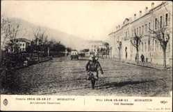 Postcard Bitola Monastir Mazedonien, Anciennes Casernes, Soldat, Straßenpartie