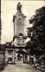 Postcard Ingolstadt an der Donau Oberbayern, Eingang zum alten Schloss, Uhrturm