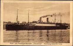 Postcard Post und Passagierdampfer Cleveland, HAPAG, Im Hafen