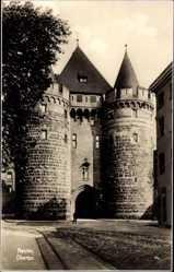 Postcard Neuss, Blick auf das Obertor, Stadtmauer, Gleise