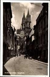 Ansichtskarte / Postkarte Meißen in Sachsen, Blick in die Burgstraße mit Blick zur Kirche, Handkarren